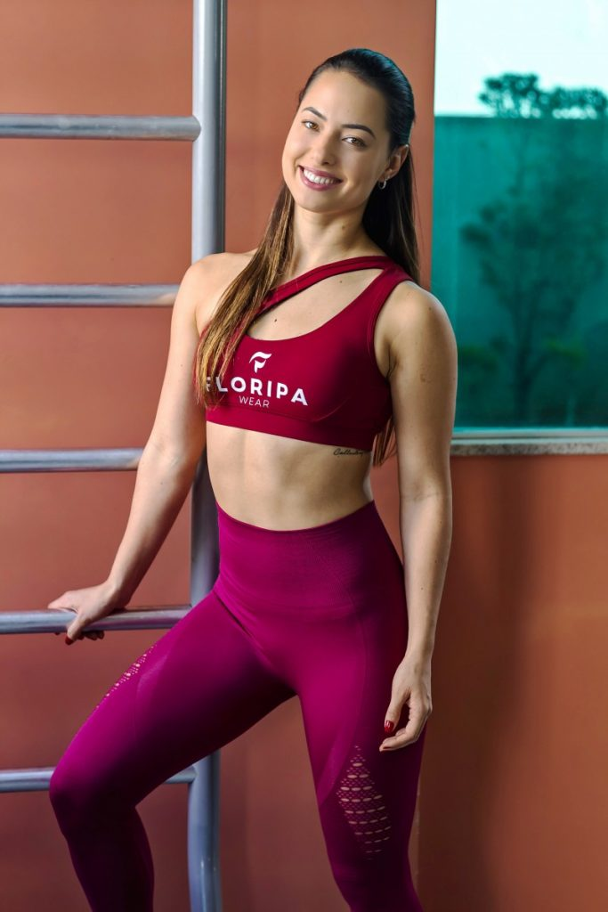 Sports Bra and High Waisted Gym Leggings in Red